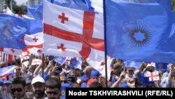 Чем меньше времени остается до парламентских выборов в Грузии, тем больше заявлений слышно от представителей оппозиции о фактах давлений со стороны властей