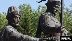 Қазақ хандығының негізін қалаған Жәнібек пен Керейге Астана қаласында орнатылған ескерткіш.