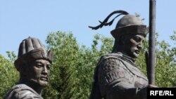 Фрагмент памятника основателям казахского ханства
