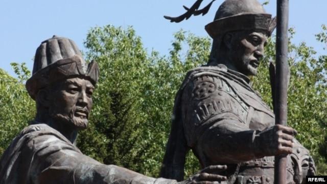 Жәнібек пен Керей ханға Астанада қойылған ескерткіш. 1 маусым 2010 жыл.