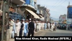 Очередь на избирательный участок в провинции Хайбер-Пахтунхва на северо-западе Пакистана