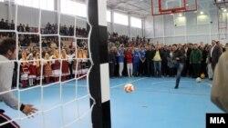 Министерот за образование Спиро Ристовски на отворање спортска сала во општина Петровец.