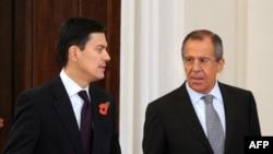 Москва - Британиянын жана Россиянын тышкы иштер министрлери Дэвид Миллибэнд (солдо) менен Сергей Лавров.