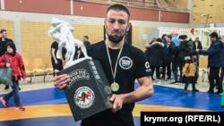Qırımtatar Fevzi Mamutov yunan-roma küreşinda Bundesliga çempionı unvanını qazandı. Almaniya, 2018 senesi, dekabr 17