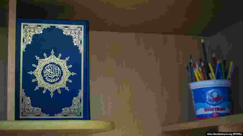 Одна з книг у будинку Абдуллаєва