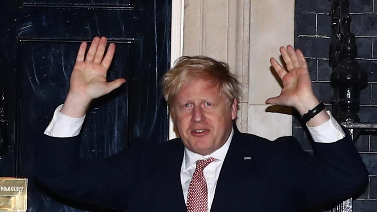 Премьера Британии, у которого в марте обнаружили коронавирус, доставили в больницу