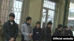 Задержанные подростки в одном из интернет-кафе столицы. Фото МВД Таджикистана