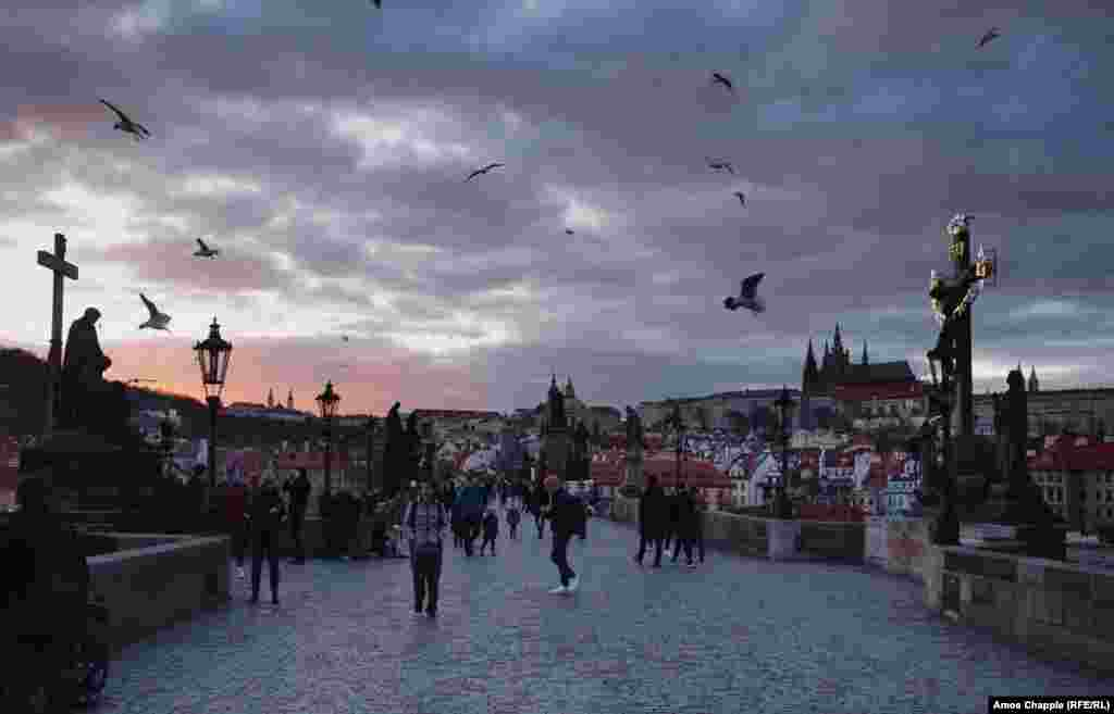 """Праганын атактуу """"Карл көпүрөсү"""" 13-марттын кечинде."""