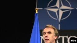 Бельгія -- Міністр закордонних справ України Володимир Огризко під час виступу на засіданні комісії «Україна – НАТО», Брюссель, 3 грудня 2008 р.