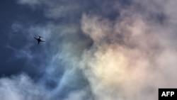 یک فروند بمبافکن ب-یک آمریکا در آسمان سوریه