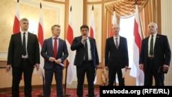 Лидеры оппозиции на пресс-конференции в Минске