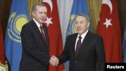Президент Турции Реджеп Тайип Эрдоган (слева) и президент Казахстана Нурсултан Назарбаев.