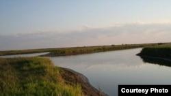 یکی از تئوری های ارائه شده ناپدید شدن این دریاچه را در رابطه با زمین لرزه هایی می دانند که آوریل گذشته در جنوب شیلی اتفاق افتاد.