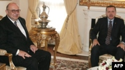 Թուրքիայի վարչապետ Ռեջեփ Էրդողանը եւ երկրի հայ համայնքի ղեկավար Պետրոս Շիրիօղլուն: Անկարա, 26-ը մարտի, 2010թ.