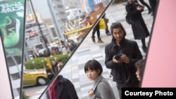 Документалист Брэндон Ли на съемках в Японии.