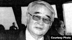 """Ерик Асанбаев, первый вице-президент Казахстана. Фото опубликованное в газете """"Эпоха"""", ноябрь 2002 года."""