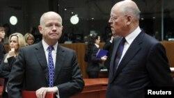 Главы МИД Великобритании и Нидерландов перед заседанием в Брюсселе по ужесточению санкций против Ирана, 1 декабря 2011