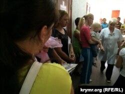 Qurman rayon hastahanesiniñ bala poliklinikasındaki nevbet. Arhiv fotosı