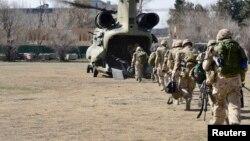 Ооганстанда НАТОнун машыктыруу миссиясы боюнча жүргөн канадалык аскерлер мекенине кетип жаткан учур. Кабыл, 12-март, 2014.