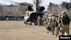 Служащие войск коалиции отправляются на последние учения в Афганистане. Кабул, 12 марта 2014 года.