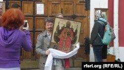 Молебен в защиту Конституции от невежества и обскурантизма в Казанском соборе в Москве