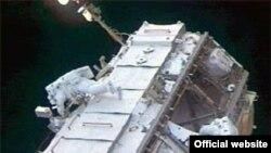 Раньше астронавты выходили в открытый космос, чтобы монтировать станцию, теперь они будут одевать скафандры, чтобы выкинуть со станции мусор.