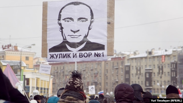 Protesters gather with balloons and placards during an anti-Putin demonstration in Moscow on February 4.