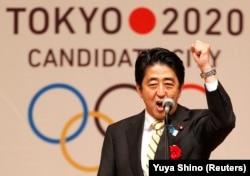 شینزو آبه هنگام سخنرانی درباره المپیک توکبو