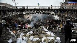 Одна из центральных улиц Киева 20 февраля