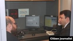 ԱԺ փոխնախագահ, ՀՀԿ խոսնակ Էդուարդ Շարմազանովը եւ «Ազատություն» ռադիոկայանի լրագրող Արմեն Քոլոյանը՝ «Ազատություն» ռ/կ-ի Պրահայի կենտրոնակայանում