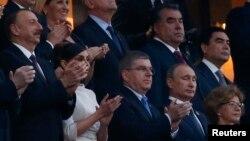 Президент Азербайджана Ильхам Алиев (справа) на открытии Европейских игр в Баку. 12 июня 2015 года.