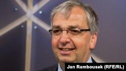 AIB's Simon Spanswick at RFE/RL in Prague, 10Aug2011