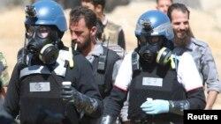 Експерти ООН з хімічної зброї під час збору доказів у передмісті Дамаска, 28 серпня 2013 року