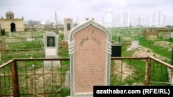 Bapba Gökleňiň mazary, Aşgabat şäheri.