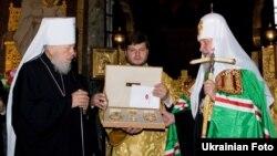 Митрополит Володимир (Сабодан) (л) і російський патріарх Кирило (п), Київ, 23 листопада 2010 року