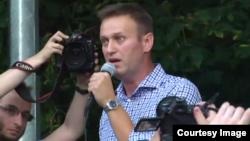 Оппозиционер Алексей Навальный на митинге в Сокольниках