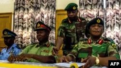 ژنرال کنستانتینو چیوانگا ، فرمانده ارتش زیمبابوه (نفر اول از راست)