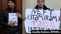 Arxiv fotosu: Bakıda gənclərin etiraz aksiyalarından birində şüar. 23 noyabr 2010