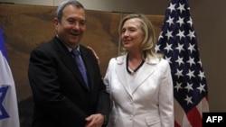 Израелскиот министер за одбрана Ехуд Барак на средба со американската државна секретарка Хилари Клинтон.