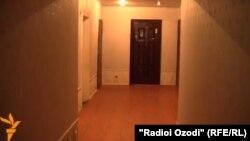 Входная дверь одного из жилья генерала Назарзода