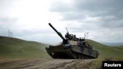 """Американский танк """"Абрамс"""" на учениях"""