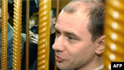 Igor Sutyagin behind bars in Moscow City Court in 2004