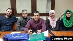 На суде по делу адвоката Эмиля Курбединова. Лиля Гемеджи (вторая справа) была одним из 13 правозащитников, которые отстаивали интересы своего коллеги