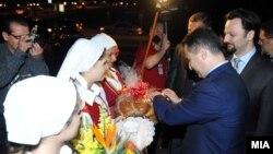 Средба на премиерот Никола Груевски со македонските иселеници во Торонто на 29 август 2012 за време на роуд-шоуто во САД и Канада.