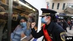 قطاری که راهی شهر ووهان چین است