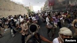 Йемендеги козголоңчуларга Сауд Арабия баштаган коалиция абадан сокку урууну улантууда.