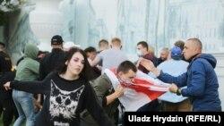 Жорсткія затрыманьні на акцыях салідарнасьці ў Менску і Гомлі 14 ліпеня. Фотагалерэя