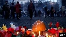 Lumânări și flori în memoria victimelor Euromaidanului, Kiev, 21 februarie 2014