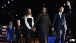 Presidenti Barack Obama së bashku me familjen