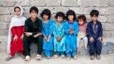 БҰҰ босқындар ісі жөніндегі агенттік деректеріне сәйкес, Пәкістанда 1,5 миллионға дейін ауғанстандық босқын бар. Олар мұнда 20-ғасырдың екінші жартысында өз Отанындағы соғыстан бассауғалап келген. Бейресми деректер бойынша, Пәкістандағы ауған босқындарының саны – 3,5 миллионға жуық.